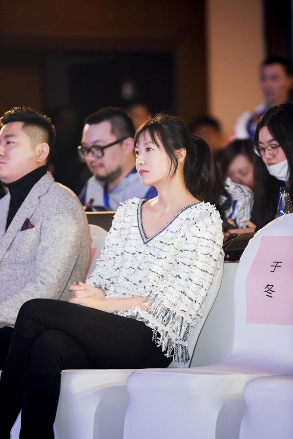 徐静蕾新片首度挑战出演反派BOSS金发造型显性感
